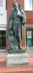 Robert_Owen_statue_-_Manchester_-_April_11_2005