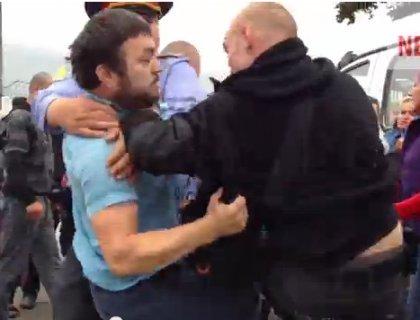 Izbivayut-politseyskogo2