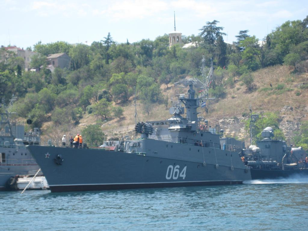 Современный флот в Севастополе.