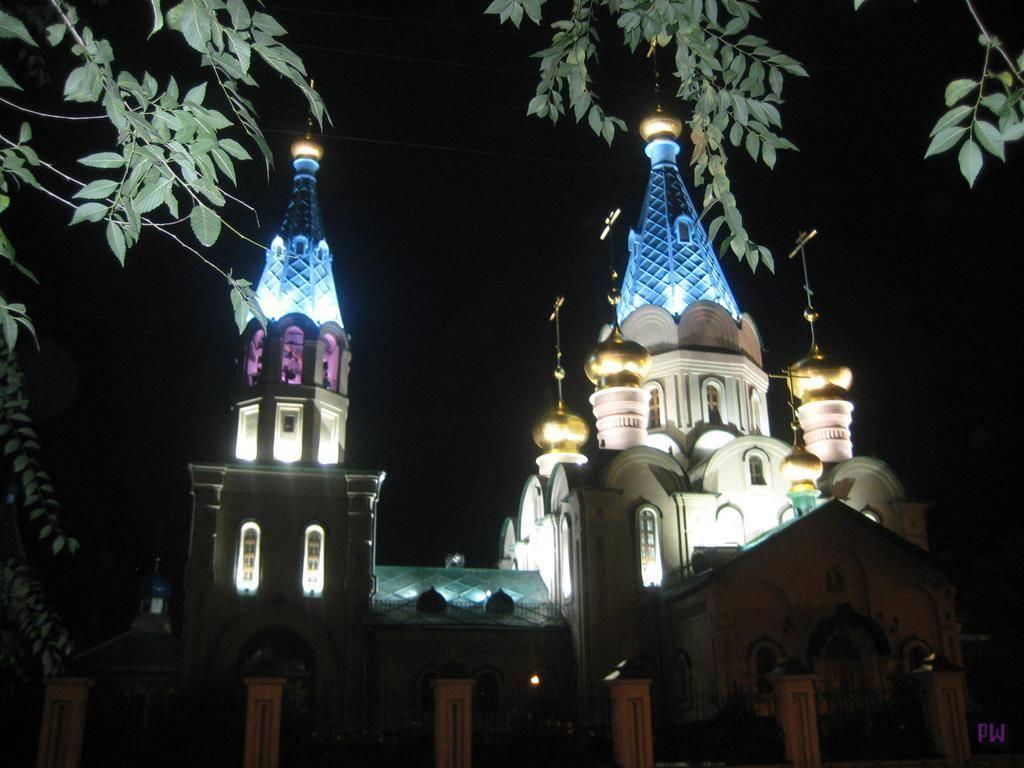 Ночь. Рёлочный переулок. Кафедральный собор.