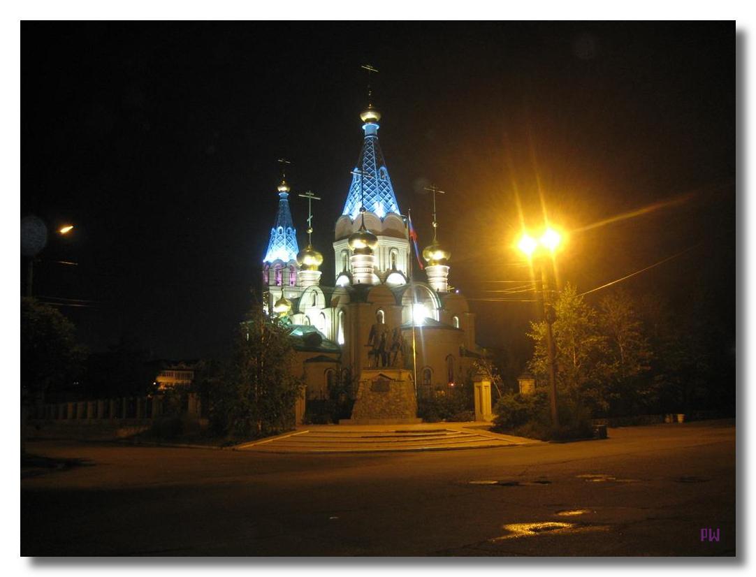Кафедральный собор в сумерках на Рёлочном переулке.